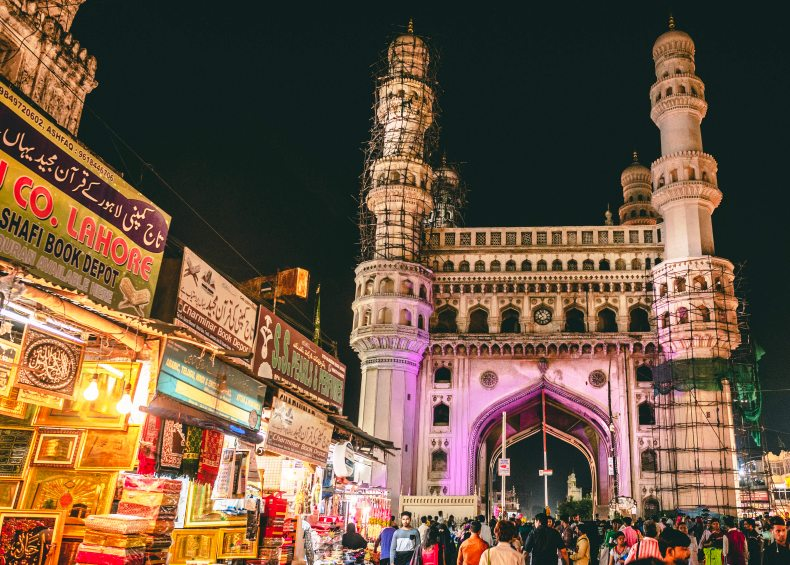 Crowd-at-Charminar