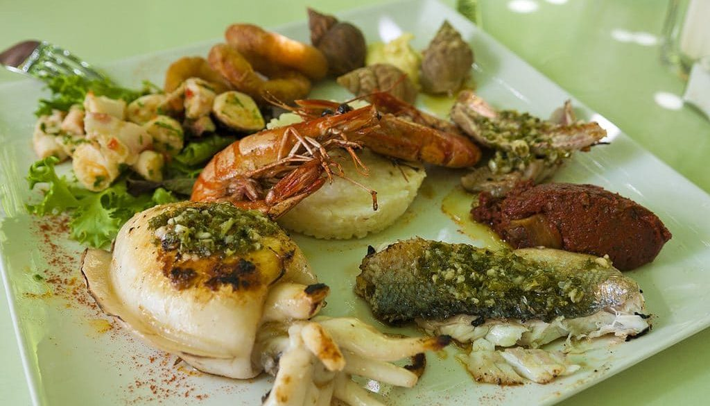 1024px-Sea_food_in_Provence,_France_(6053036692)