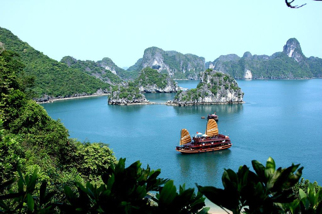 vietnam-featured-halong-bay