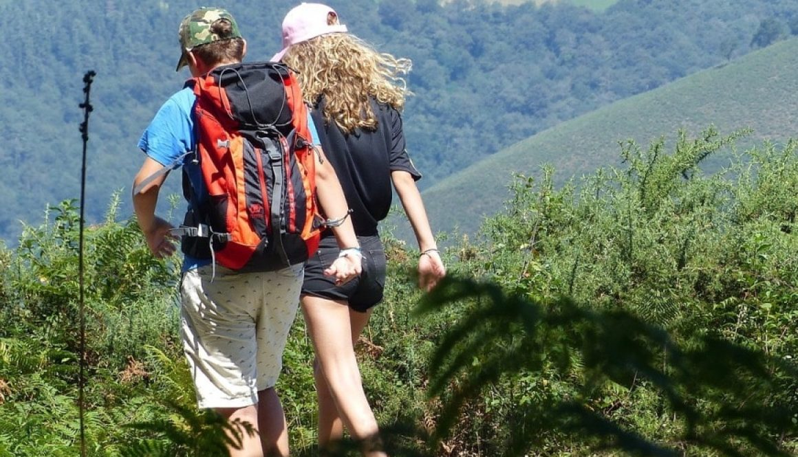 hikers-2632522_1280